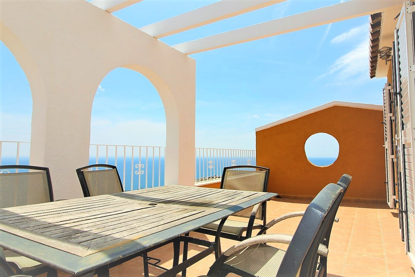 Duplex apartment for sale in Cumbre del Sol. The apartment is located in a lovely area between Jav,Spain