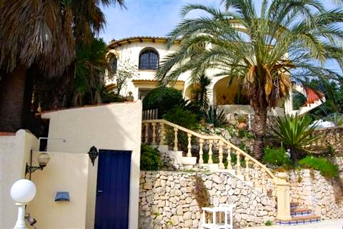 Beautiful spacious villa, completely renovated in 2008.The villa benefits from 2 separate entrance,Spain