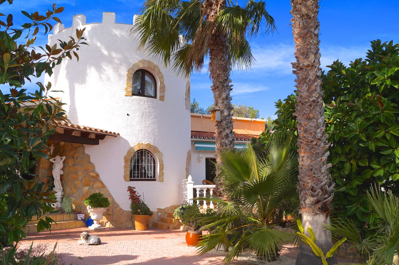 Two separate Moorish style villas with in total 5 independent dwellings, on a big flat plot in a v,Spain