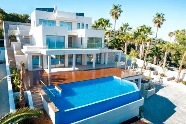 Large modern sea viewproperty, built in the year 2014 with a total of 4 bedrooms, 5 bath,Spain