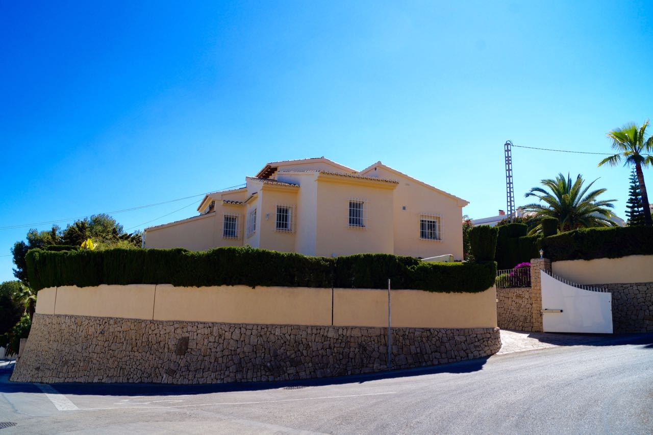 REDUCED FROM euro 595.000  An immaculate SEA view villa located in the area of Moraira, Pinar del ,Spain