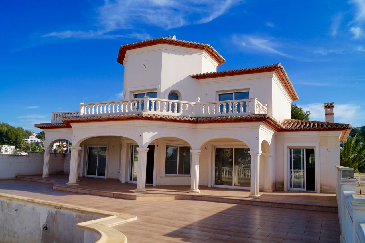 Traditional style New Build Villa close to town with Valley and a little Sea view.The property con,Spain