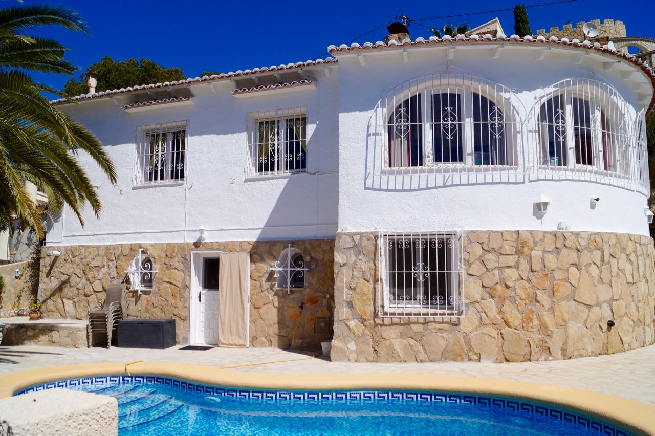 REDUCED AND OPEN TO REASONABLE OFFERS. A beautiful well maintained and bright villa with open view, Spain