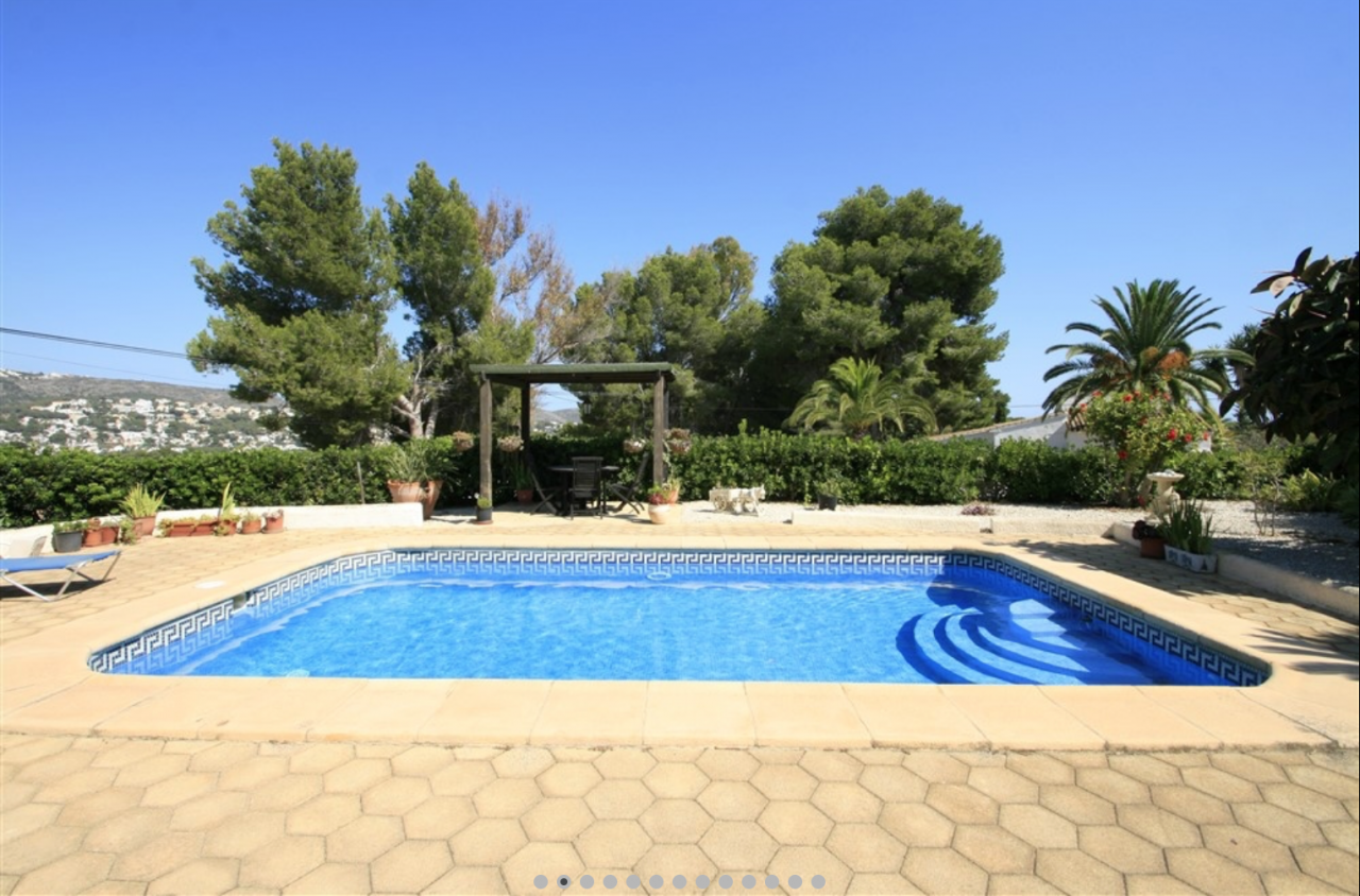 REDUCED!! This lovely villa is located within a short drive to the town of Moraira and within walk,Spain