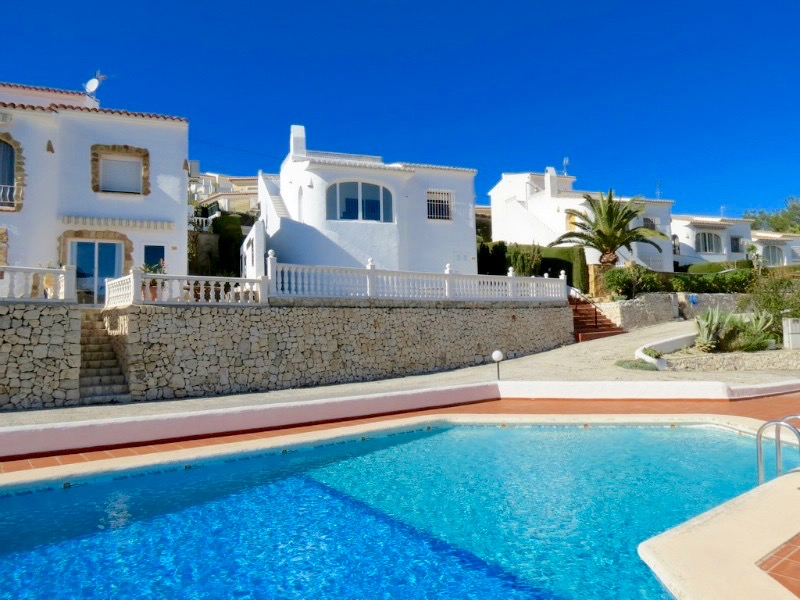 REDUCED/NEGOTIABLE! A modern detached villa located only 15 walking minutes from the beach of Mora,Spain