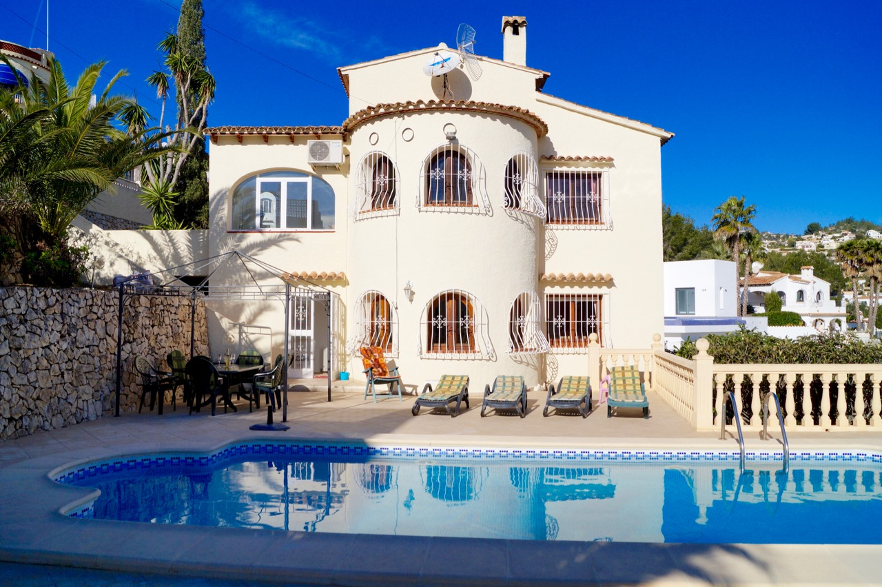 A really lovely spacious 5-bedroom villa in Benissa, Buenavista with nice open views.The property ,Spain