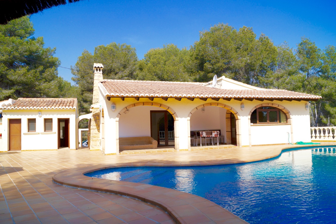 REDUCED!!! This lovely five bedroom and four bathroom villa is located nearly at the end of a quie,Spain