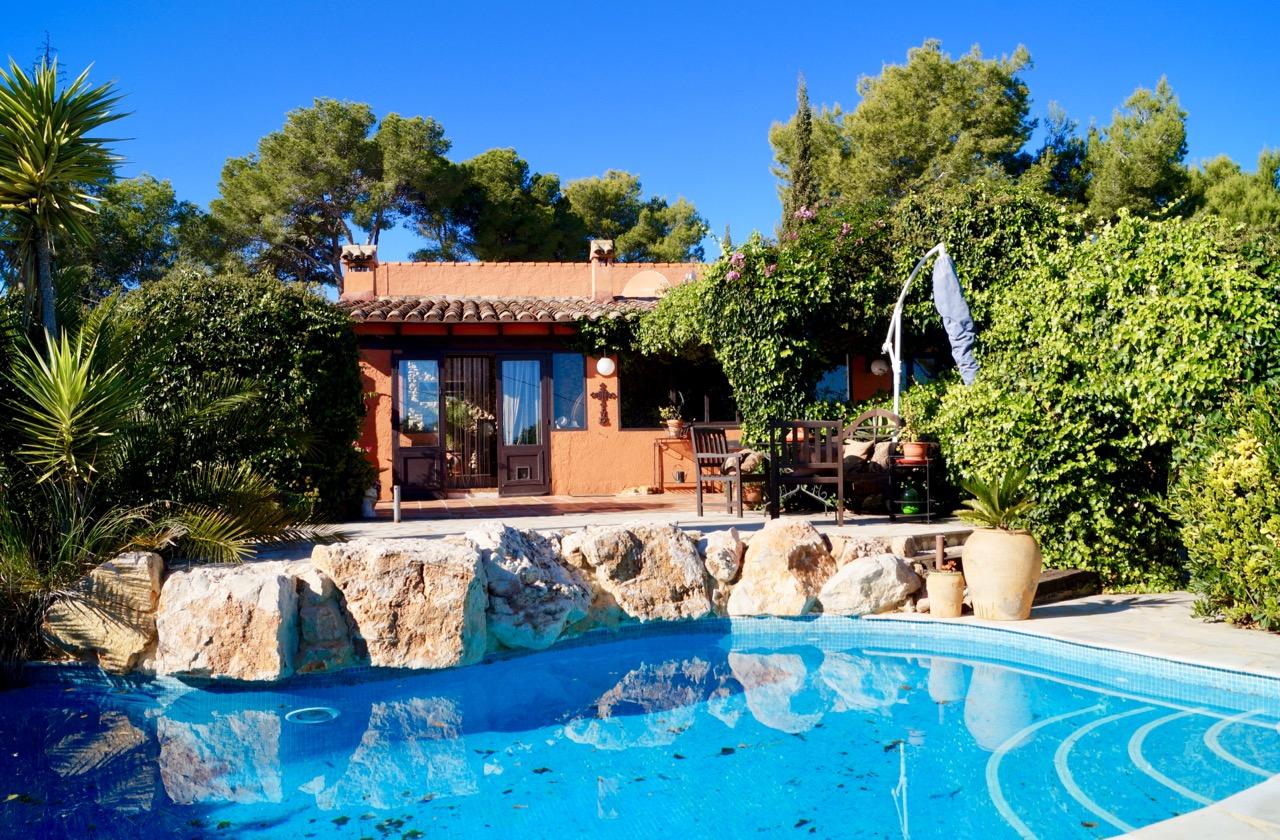 This charming Finca is located in the countryside of Teulada, just A 5 minute drive to Teulada tow, Spain