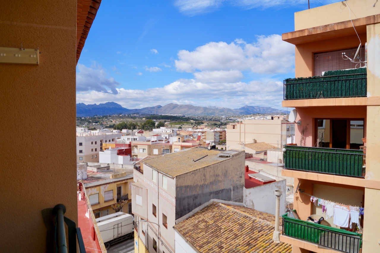 This lovely 3 bedroom apartment is located in the heart of Teulada and just a stones throw from Su,Spain