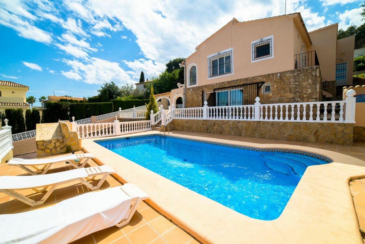 This four bedroom, three bathroom Villa is very welllocated at walking distance to the t,Spain