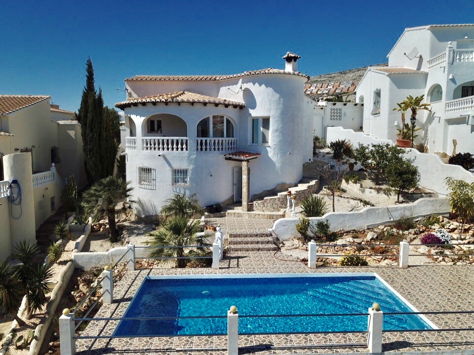 Very wellmaintained villa with nice Sea Views in the Fresnos zone ofCumbre del,Spain
