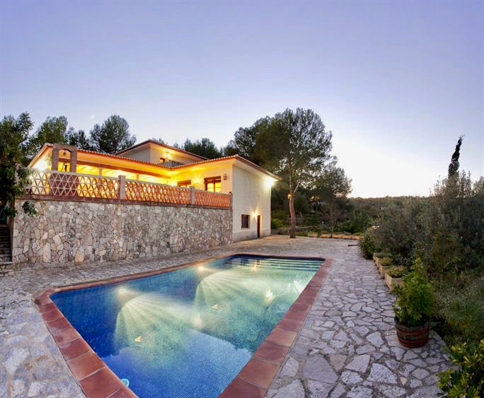 This property is a special property located in a location adjacent to the protected areas of the m,Spain