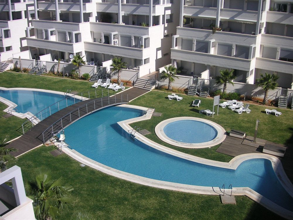The apartment is situated in a well looked after modern apartment complex with beautifully maintai,Spain