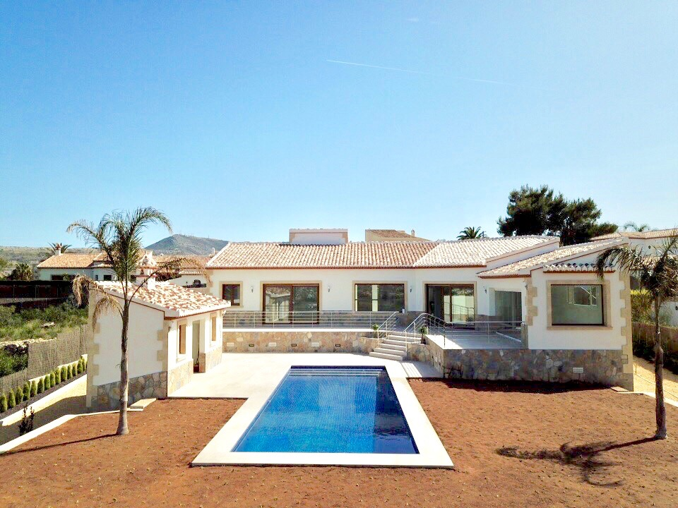 Beautiful newly built Mediterranean styleVilla well located in the sought after area of ,Spain