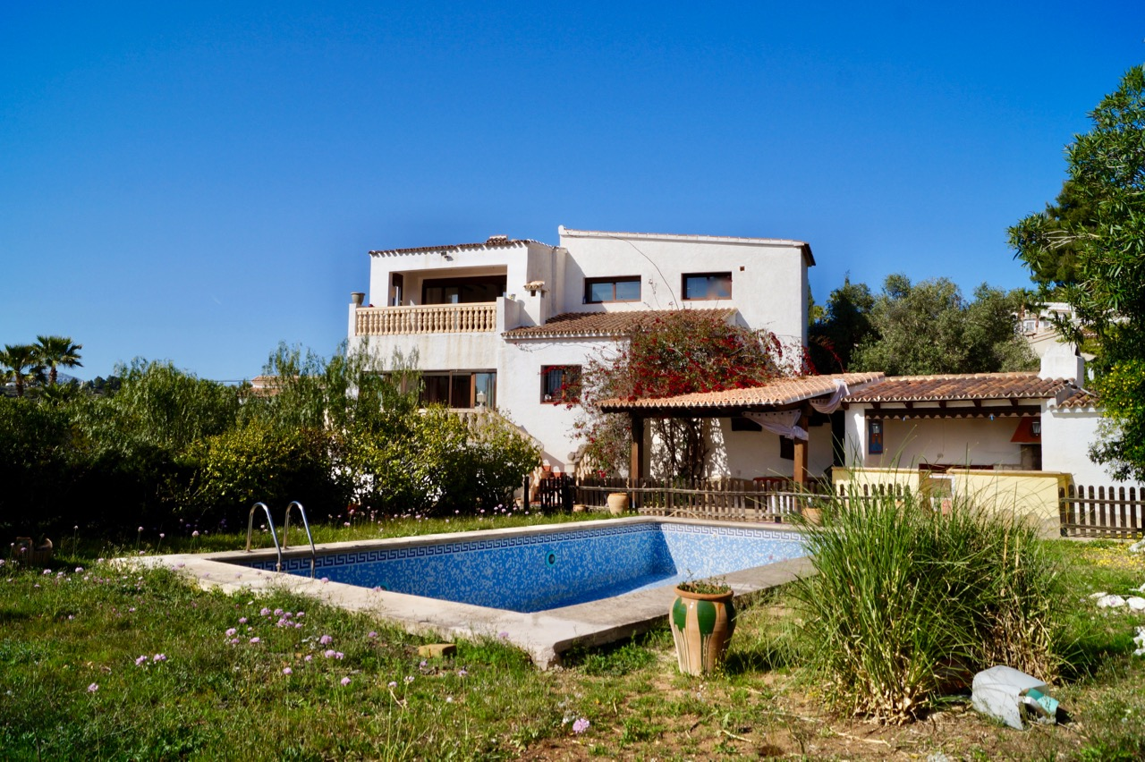 Large Villa in Benitachell, La Joya for sale. This five bedroom, two bathroom villa in n,Spain