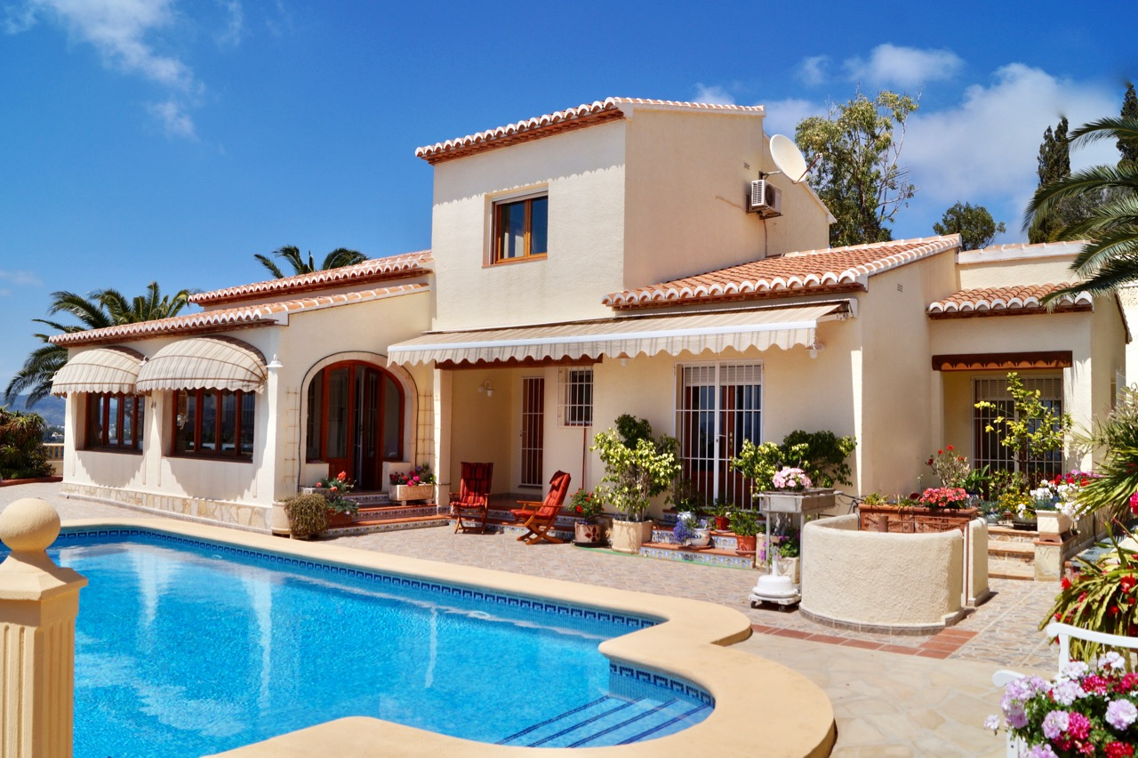 This well-situated property is located on a flat ploton the hill-side of Moraira Arnella,Spain