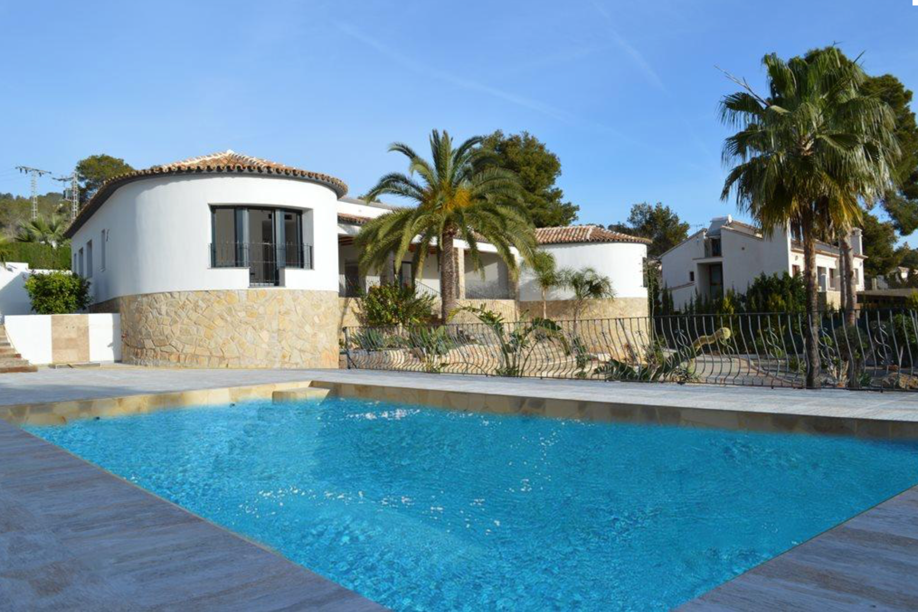 Stunning large renovated sea viewvilla situated in a sought afterresidential a,Spain