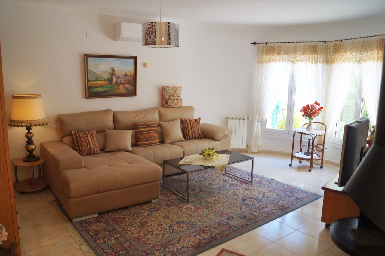 Villa For Sale in Gata de Gorgos, Alicante