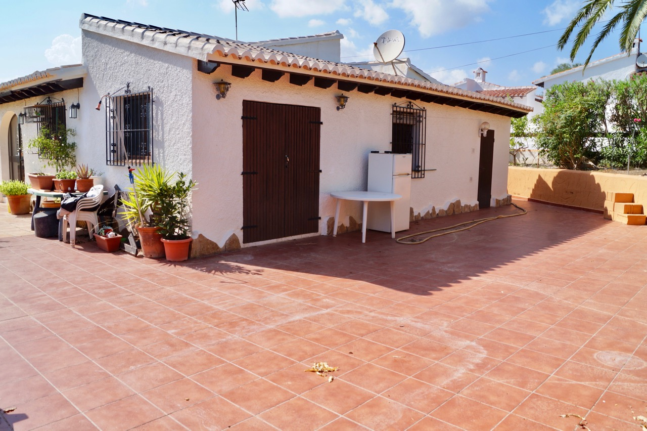 This one level property is located at a short walk from the local shops, bar/restaurant, tennis co, Spain
