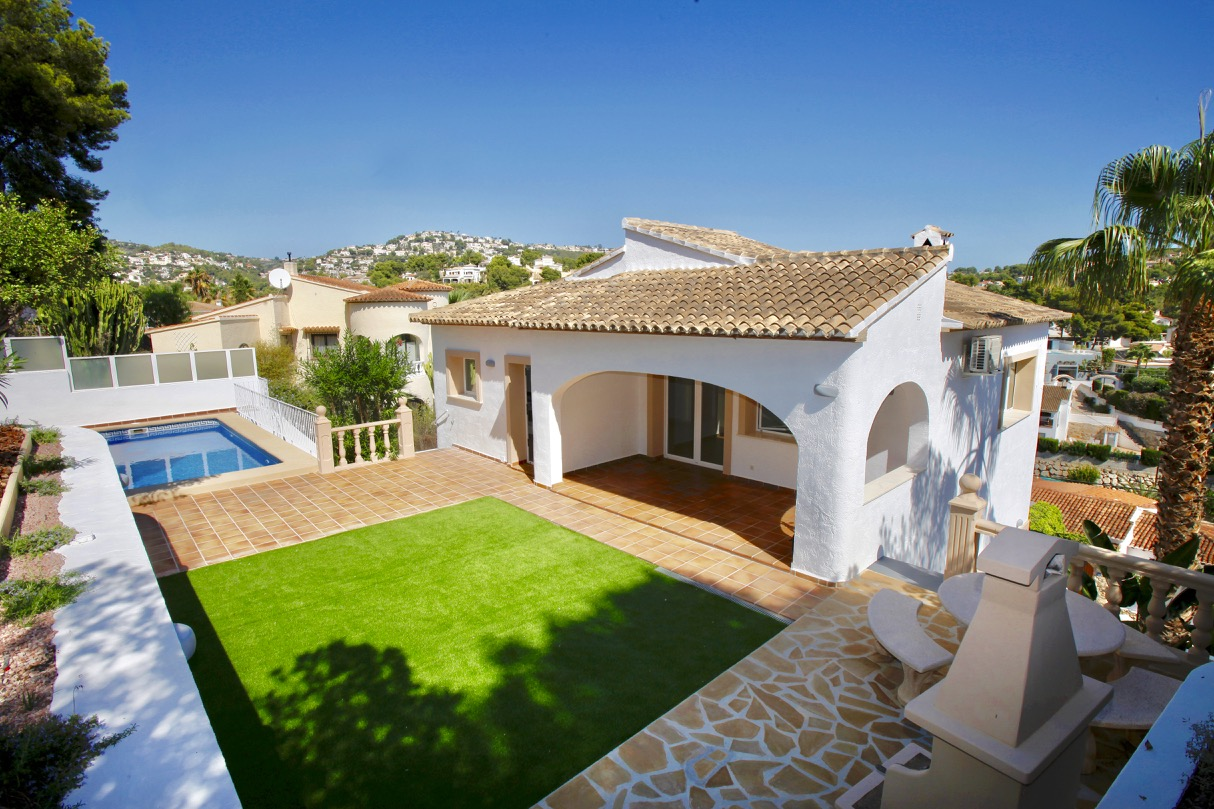 This fully refurbished Villa has just been finished and is now ready to be moved in. Located in Bu, Spain