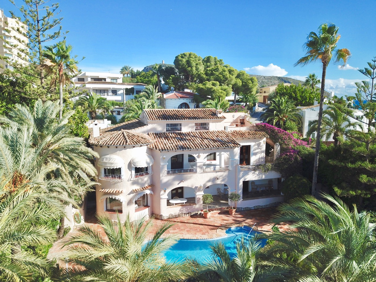LOCATION!!! LOCATION!!! This large 3 levelproperty enjoys marvellous views over to the p,Spain