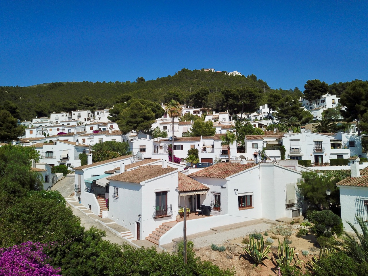 Lovely fully refurbished and modernised South/West facing Townhouse with open views on walking di, Spain
