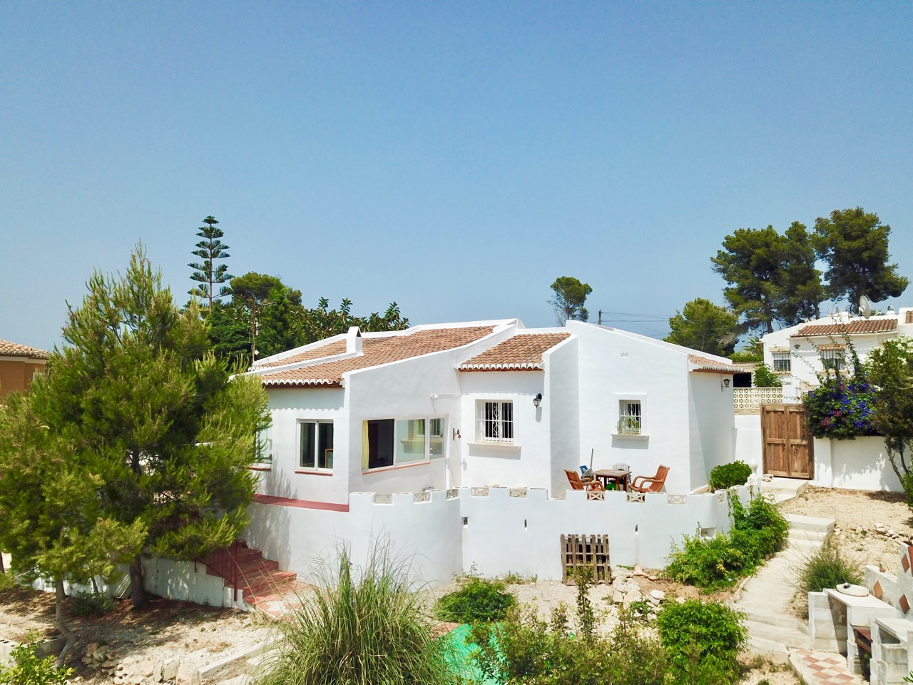 This partly refurbished all on one level Villa in Javea Pinosol could make a perfect holiday or al, Spain